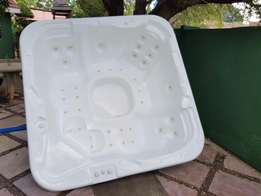 5 seater jacuzzi with extras for sale