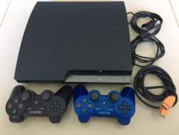 Play Station 3 Slim 320GB + 2 controllers + 2 games