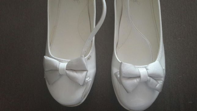 53cafc0e Buty komunijne, białe pantofelki, skórzana wkładka, rozmiar 36 z CCC Biała  Podlaska -