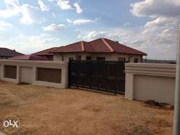 2 bedroom stand alone house with a duo geyser in a complex