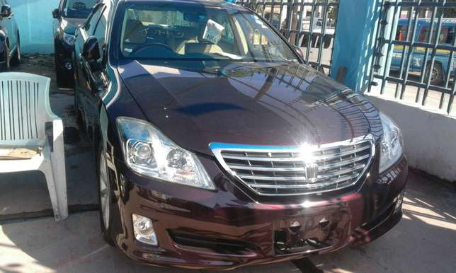 Wine red Toyota crown 2009 Mombasa Island - image 2