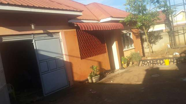 Residential 4bed roomed house bweyogerere axcessible to main Kampala - image 4
