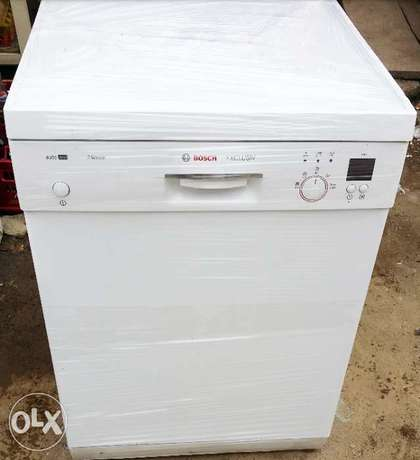 BOSCH Dish Washer (wash, rinse & Dry + payment on DELIVERY) Lagos Mainland - image 1