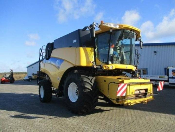 New Holland cr 9070 elevation - 2011