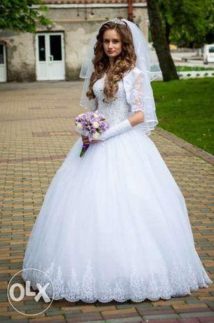 69e75fd1daaed6 Весільне плаття: 2 000 грн. - Весільні сукні Луцьк на Olx