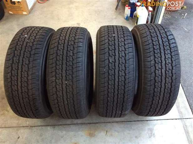 Set of 285/65/17 tyres Almost New For your LandCruser Johannesburg - image 1