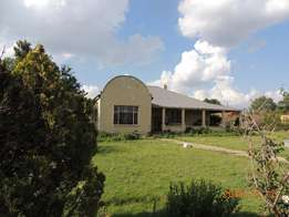 Spacious 4 bedroom house for sale in Warden Free state.