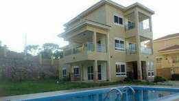 A nice 6bedroomed manson house for sale in munyonyo at $750,000USD