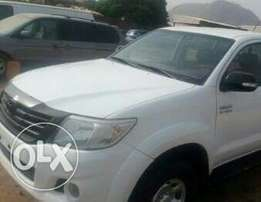 Toyota hilux 2013 manual very sharp and clean
