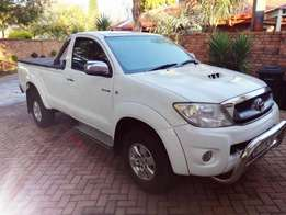 2011 Toyota Hilux 3.0 D4D Raider S/C in Mint condition, FSH at Toyota