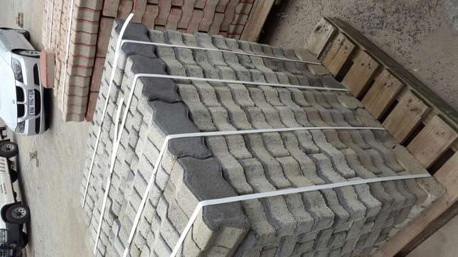 Paving Interlocking bricks Clearance! !! Radiokop - image 5