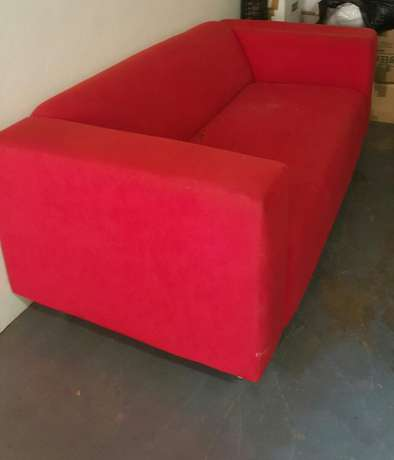 Used Red Couch - Perfect for refurbishment project Garsfontein - image 2
