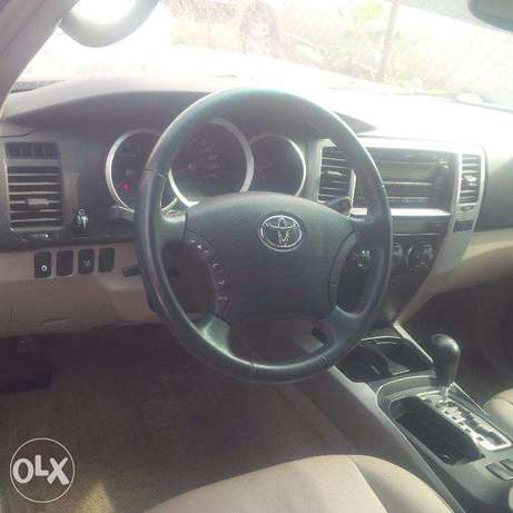 Tokunbo Toyota 4Runner, 2007, 2-Row Leather Seat, Very OK. Lagos Island East - image 6