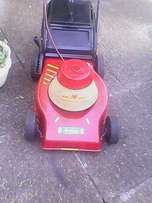 Wolf 2000w electric lawnmower in excellent condition