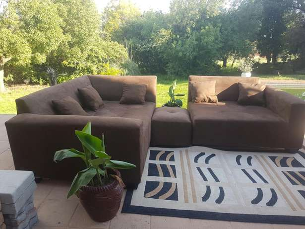 Large L Shape Corner couches. Include delivery in midrand area. 2.2x m Midrand - image 3