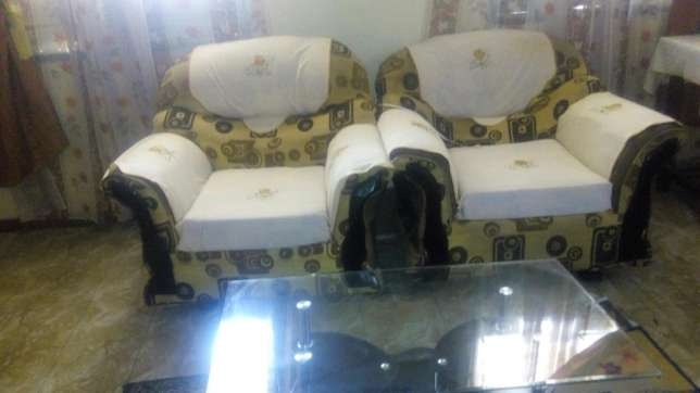 5 seater sofaseats in good condition Bamburi - image 2