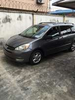 My super clean Toyota sienna 05 toks full option urgently for sale