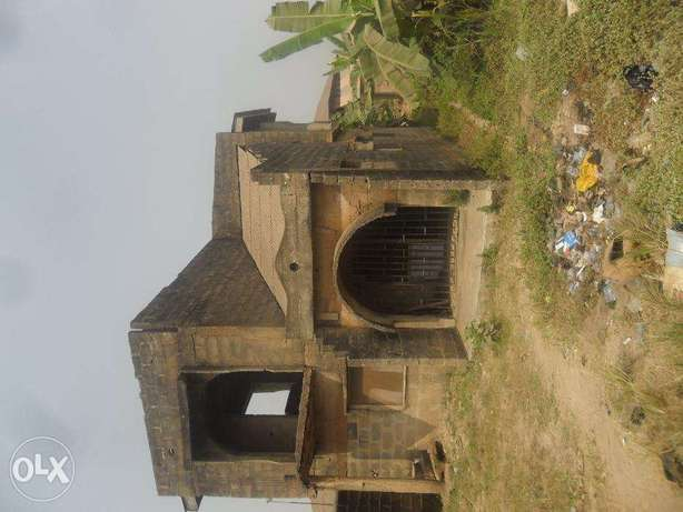 Uncompleted building Lagos Mainland - image 3