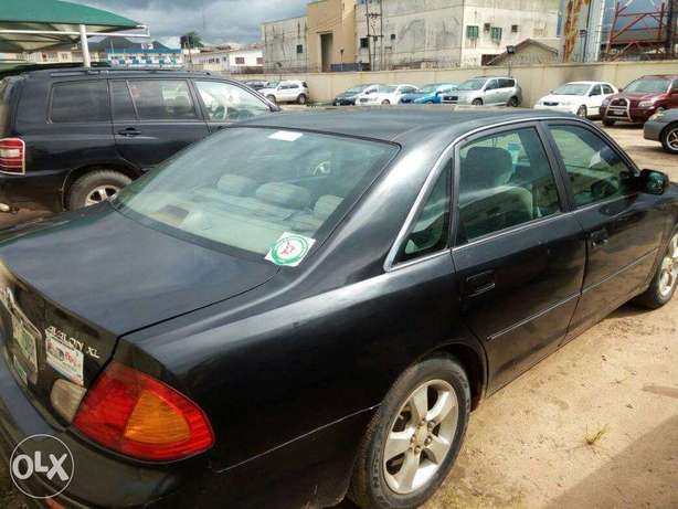 TOYOTA AVALON 2004 Very Clean_Give Away Price Benin City - image 1