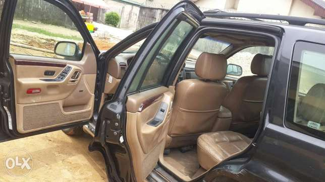 Clean Grand Cherokee Jeep Port-Harcourt - image 5