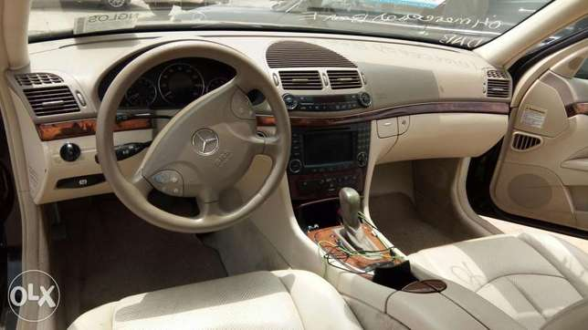 Clean Foreign Used 2004 Merc-Benz E500 4Matic With Leather Navigation Lekki - image 3