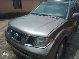 Neatly used Nissan Pathfinder 2005 model