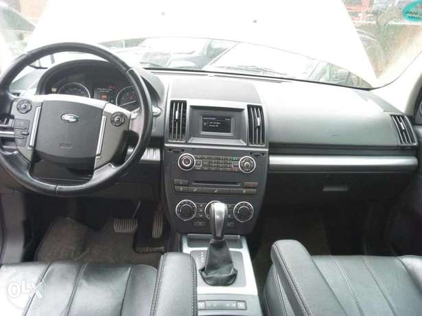 ADORABLE MOTORS: A Few months used 2015 Land Rover Freelander 2 Lagos Mainland - image 5