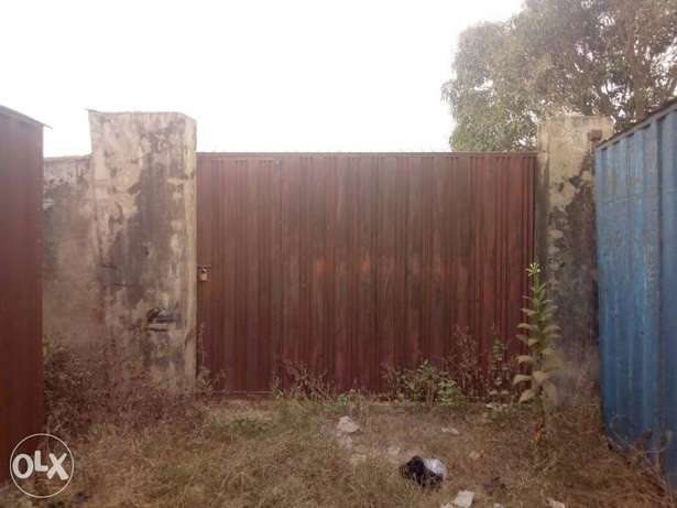 Lovely 3Bedrm bungalow on one and half plot at Ologede estate For Sale Ibadan - image 3