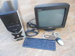 Intel Celeron 2,66 GHz desktop PC and monitor