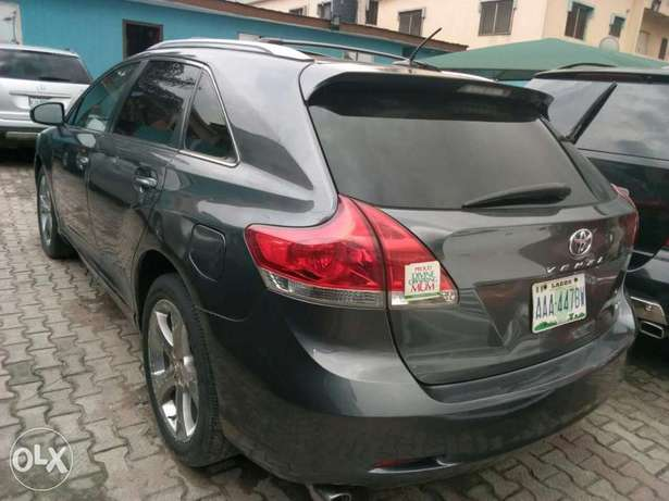 ADORABLE MOTORS: An extremely clean, fairly used 010 Toyota Venza Lagos Mainland - image 2