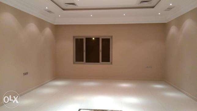 High & secure 4 bedroom floor in mangaf. المنقف -  1