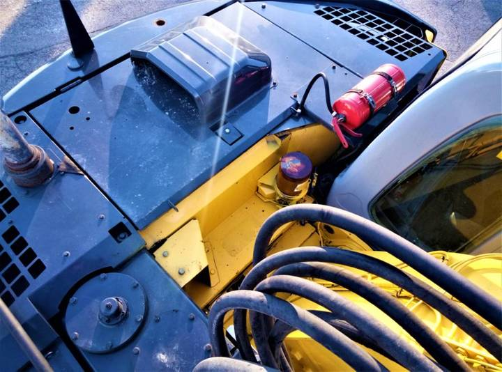 New Holland Kobelco E235b Sr - 2007 - image 12