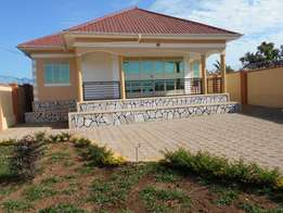 3 bedroom house for sale in Kiira-Nsasa at 185m