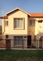 Sunny, neat & secure 2 bed Townhouse - Wilgeheuwel R5400pm