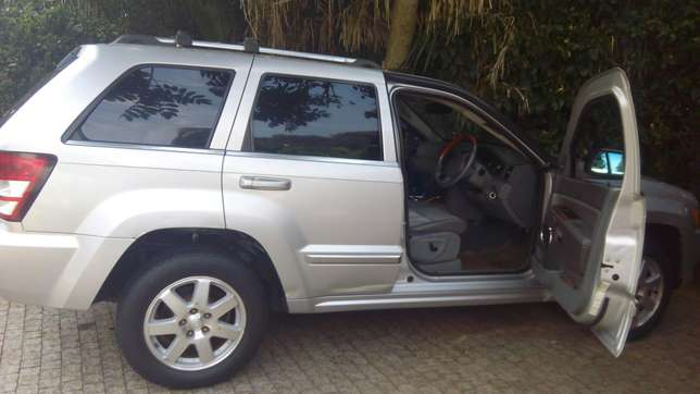 JEEP GRAND CHEROKEE local on sale. Going for 2.3m Nairobi CBD - image 4