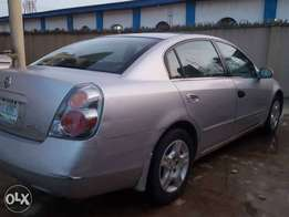 Nissan altima very clean first body