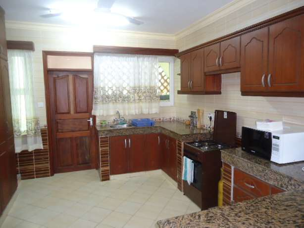 Beautifully furnished three bedroom apartment for shortlets Nyali - image 7