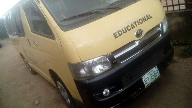 Toyota hummer bus Agege - image 5