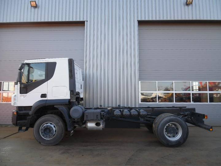 Iveco Trakker 380 4x2 Chassis Cab UNUSED(15 units available) - 2018