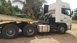 2011 Nissan UD460 d/axle horse