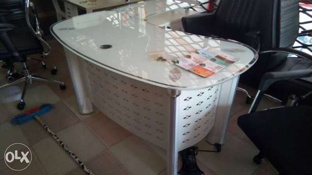 Office table(white colour). Ojo - image 1