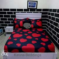 4/6 bedsheets.. With two pillows cases.