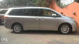 Toyota Sienna XLE full option