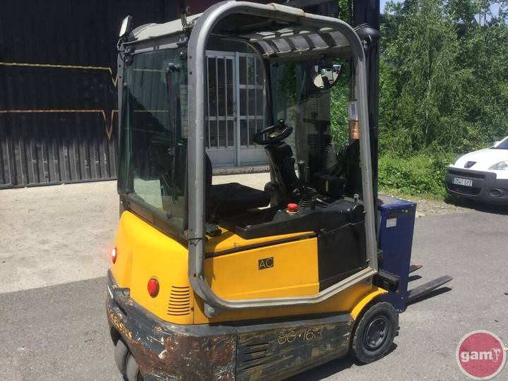 ROBUSTUS SE-163 three-wheel forklift - 2009