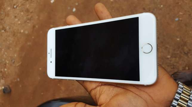 128gb mint factory unlocked gold iPhone 7plus for a low price Osogbo - image 3