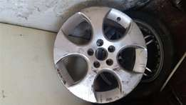 Another Golf 5 single Mag Rim without Tyres, broken as indicated in Pi