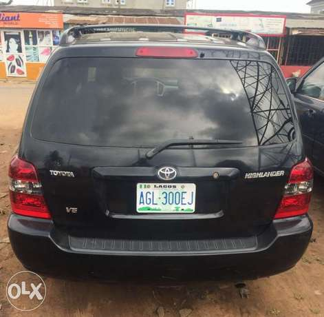 Newly register 2005 Toyota Highlander 3rows seats with good usage Lagos Mainland - image 1