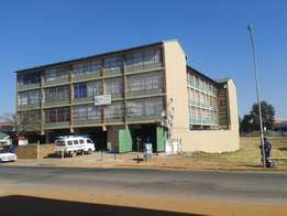 Affordable, safe and clean flat immediately available in Kempton Park