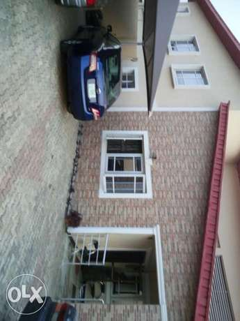 6 bedroom detached duplex with 2 bedroom and a room & parlour Ibadan North - image 1