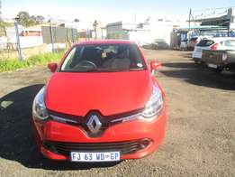Renault Clio 2016 Model,5 Doors factory A/C And C/D Player